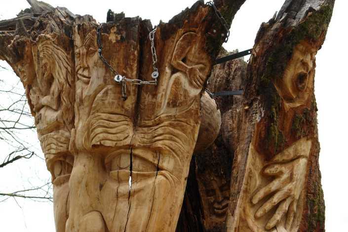 die Baumwelt - Skulpturenpfad WaldMenschen